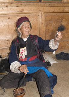 handspinning yak fiber Tibet Spring Brook Ranch